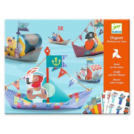 Origami : bateaux sur l'eau