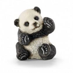 Jeune panda jouant