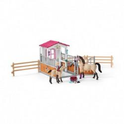 Box avec chevaux Arabes et soigneuse